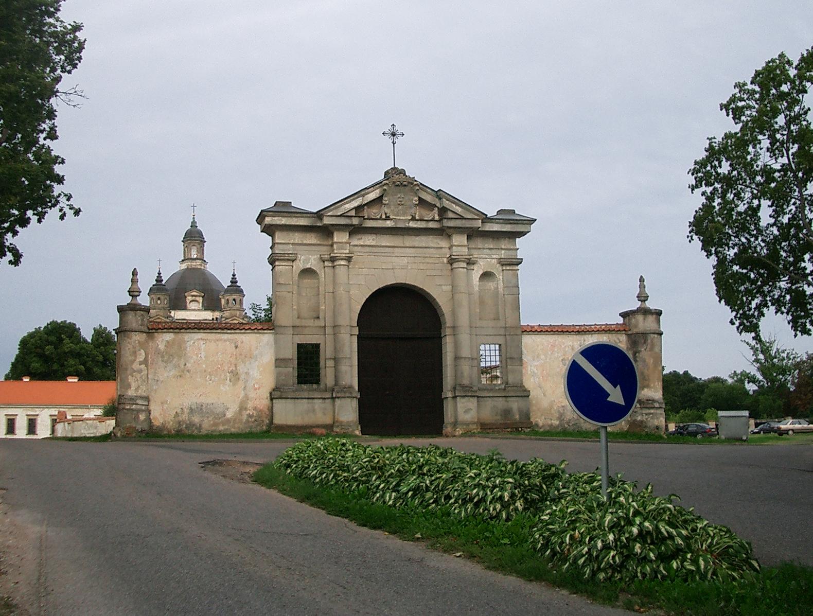 パジャイスリス修道院の入り口
