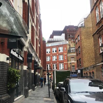 ロンドンのヨガスタジオ